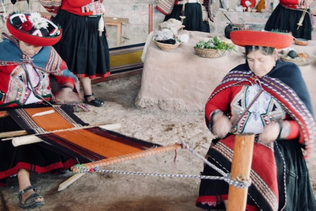 Chincero's Quechuan Women Weavers.