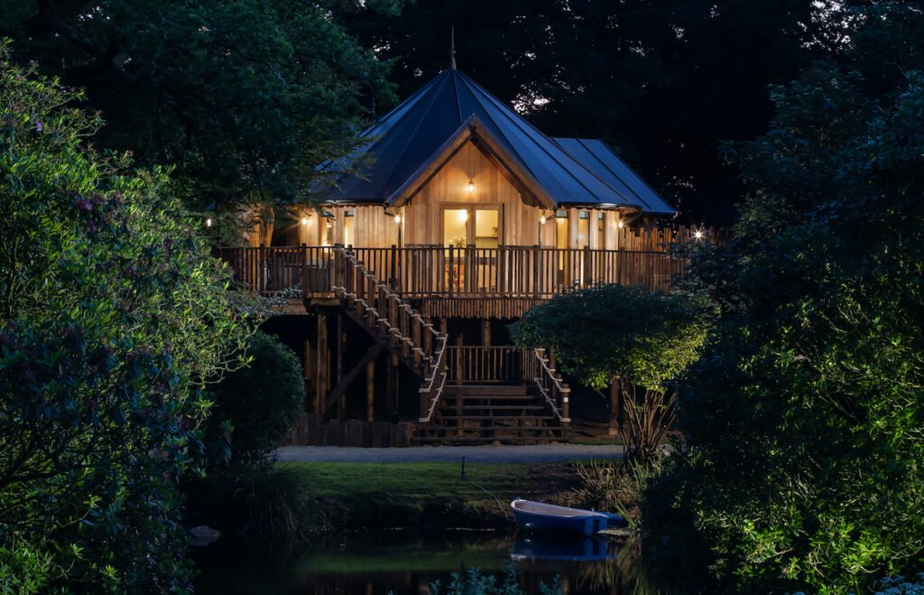 Treehouse on the Lake in Cornwall.