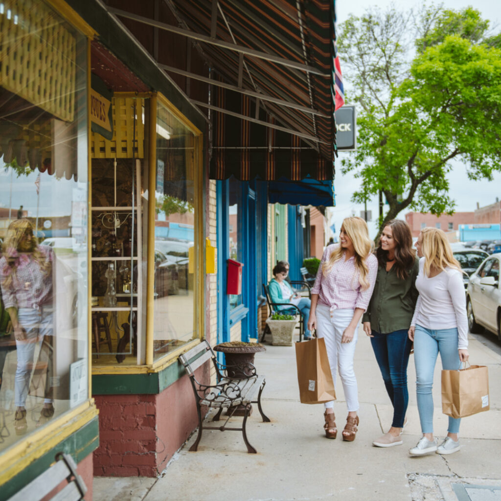 women shopping in Independence, MO Historic Square