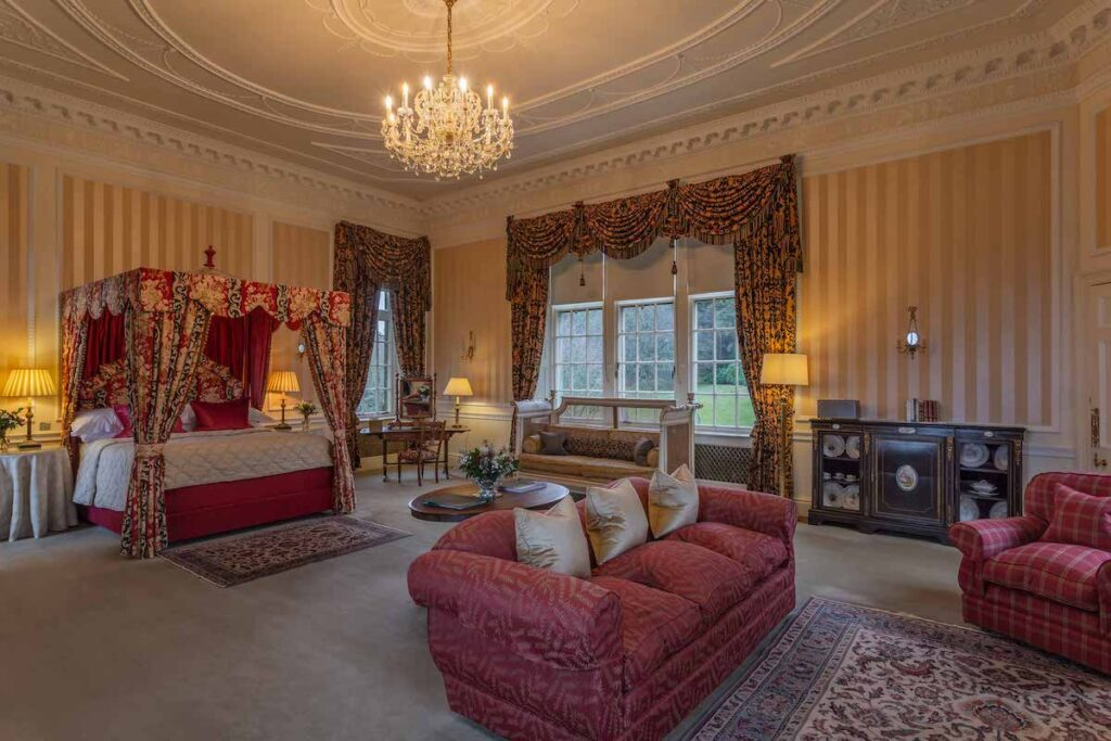 Earl of Inchcape Master Suite.