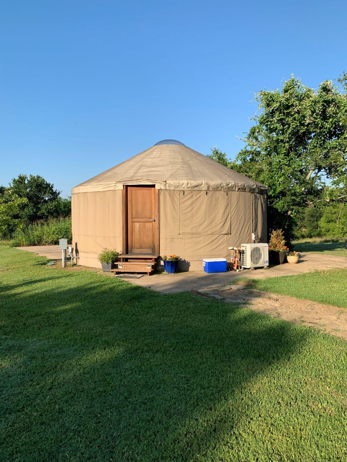 Glamping yurt in Paradise Cove
