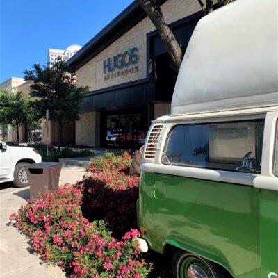 Hugo's Invitados' iconic green van.