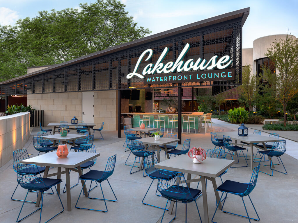 The Lakehouse Lounge at the Omni Hotel, Las Colinas.