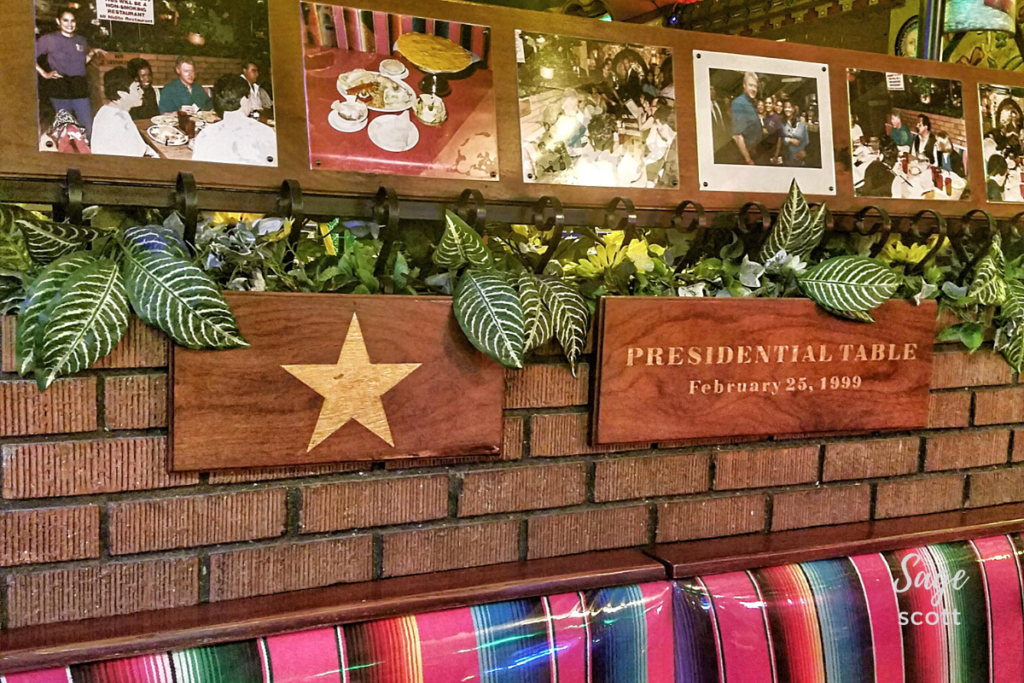The presidential table at Mi Nidito.
