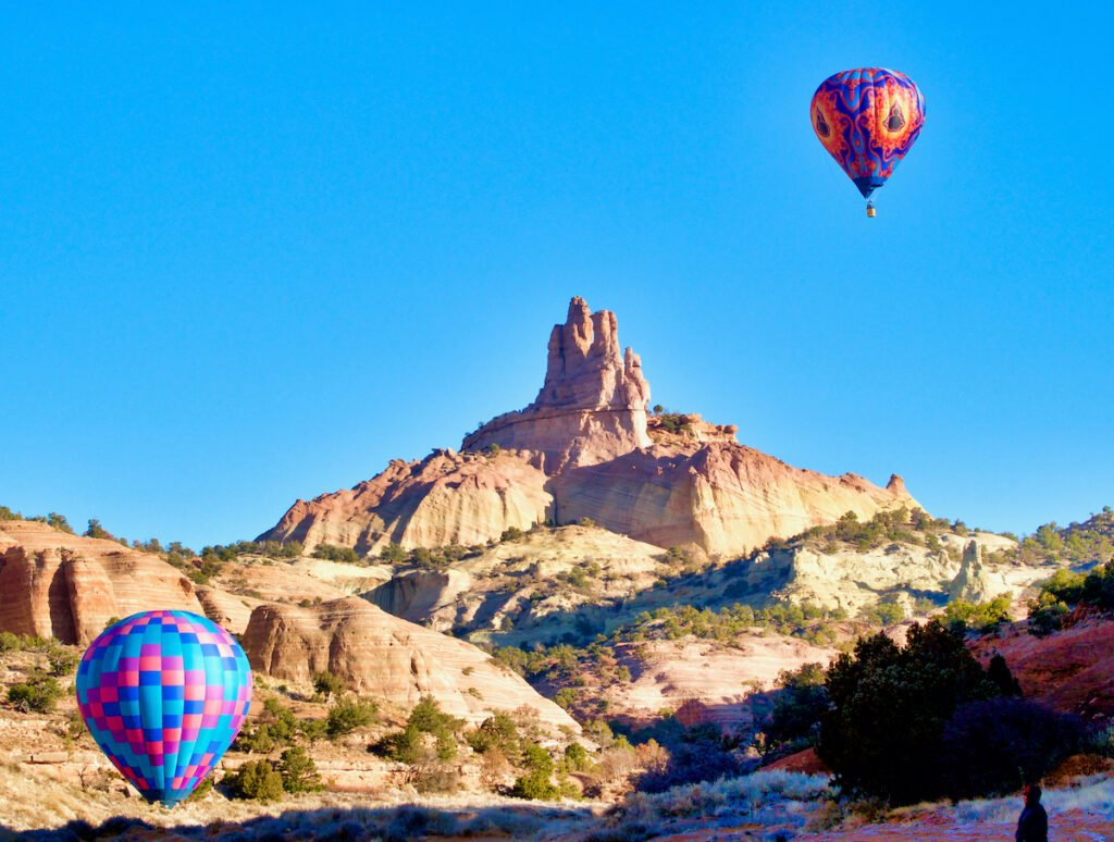 Red red rock balloon gathering.