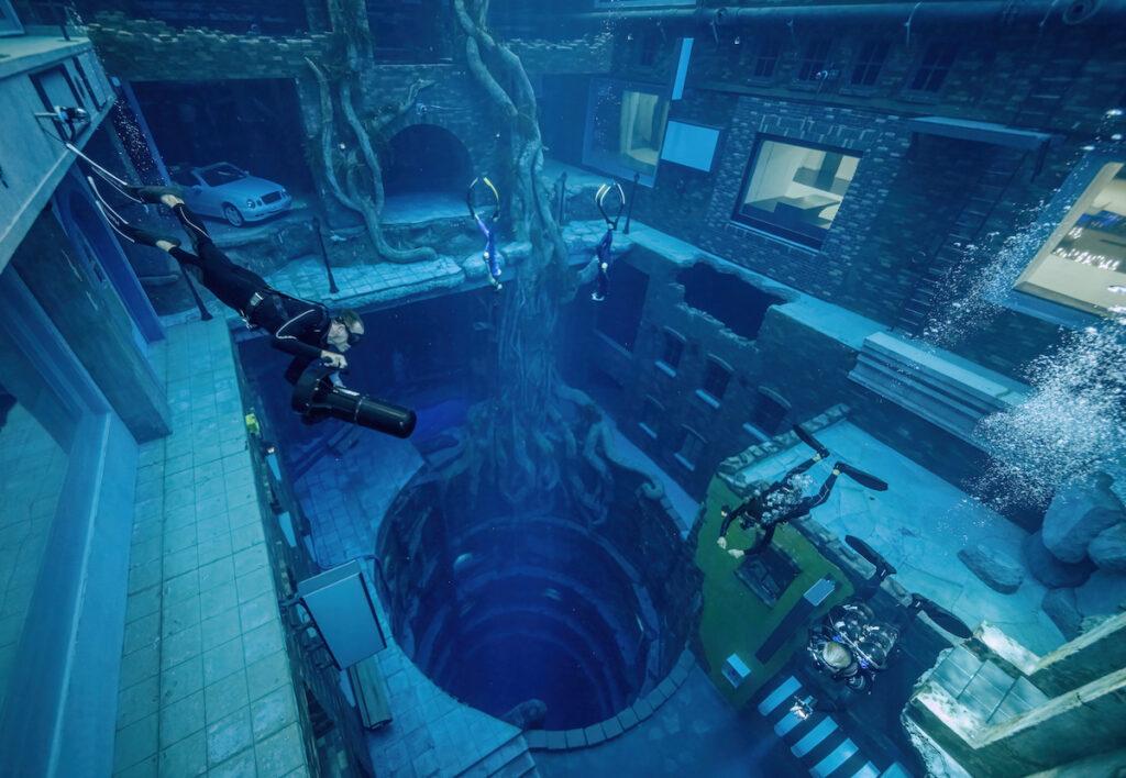 Scuba diving at Deep Dive Dubai