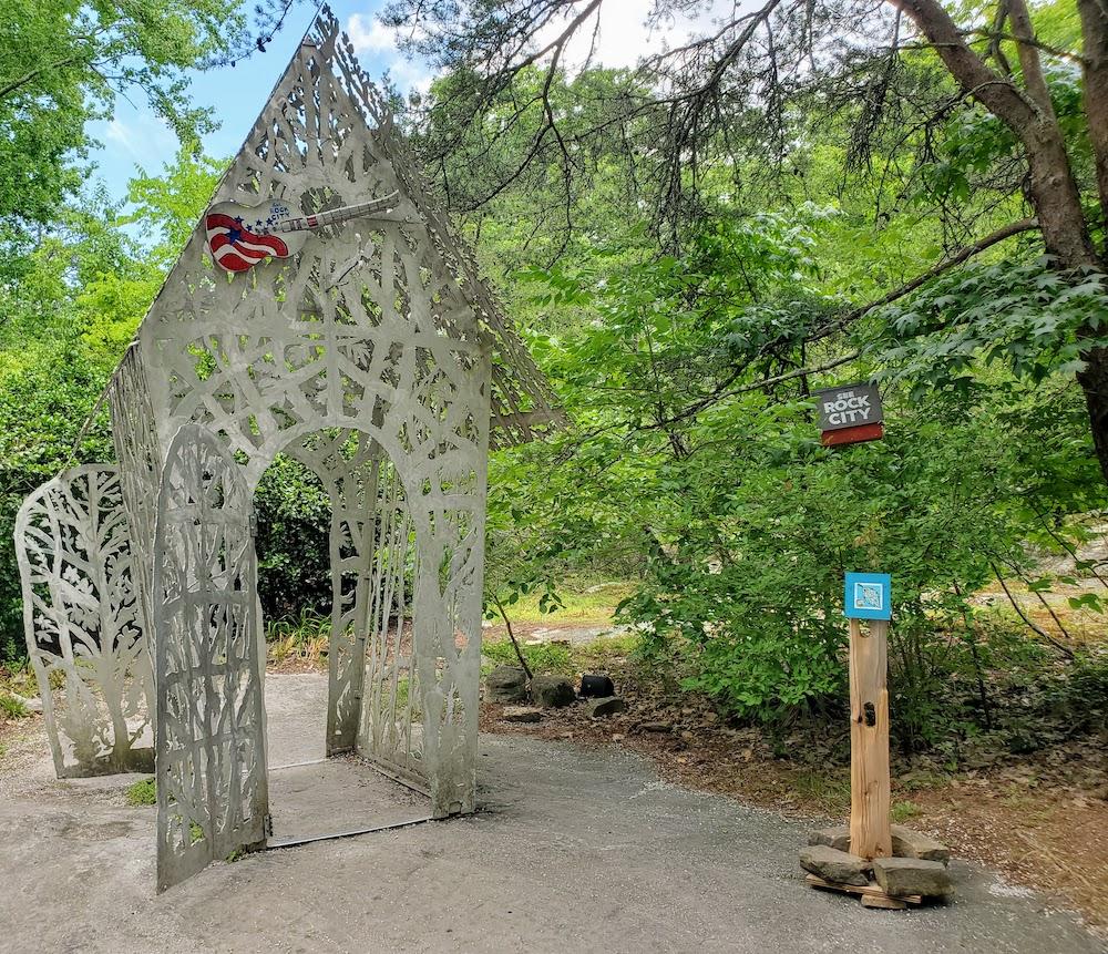 Birdhouse shaped metal sculpture at Rock City