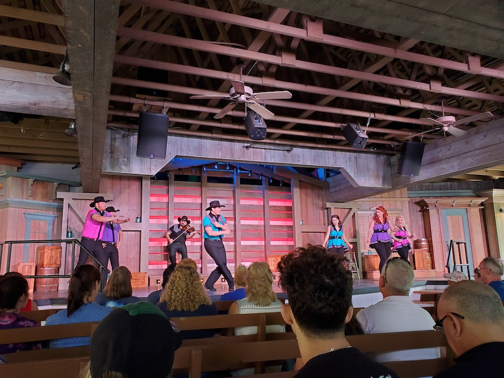 Forever Country Show at The Valley Theater in Dollywood