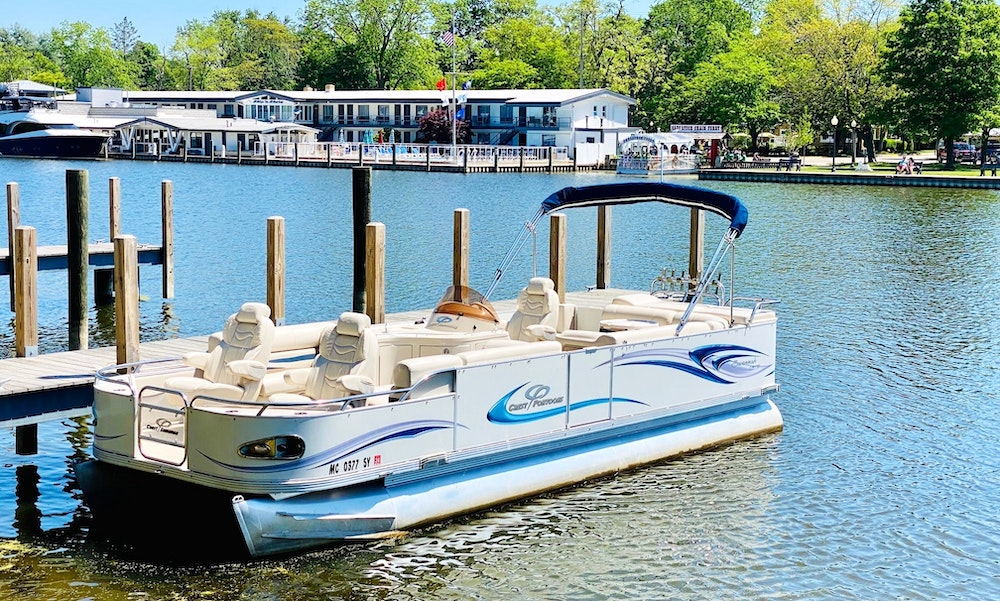 25-foot pontoon for rent from GetMyBoat in Saugatuck, Michigan