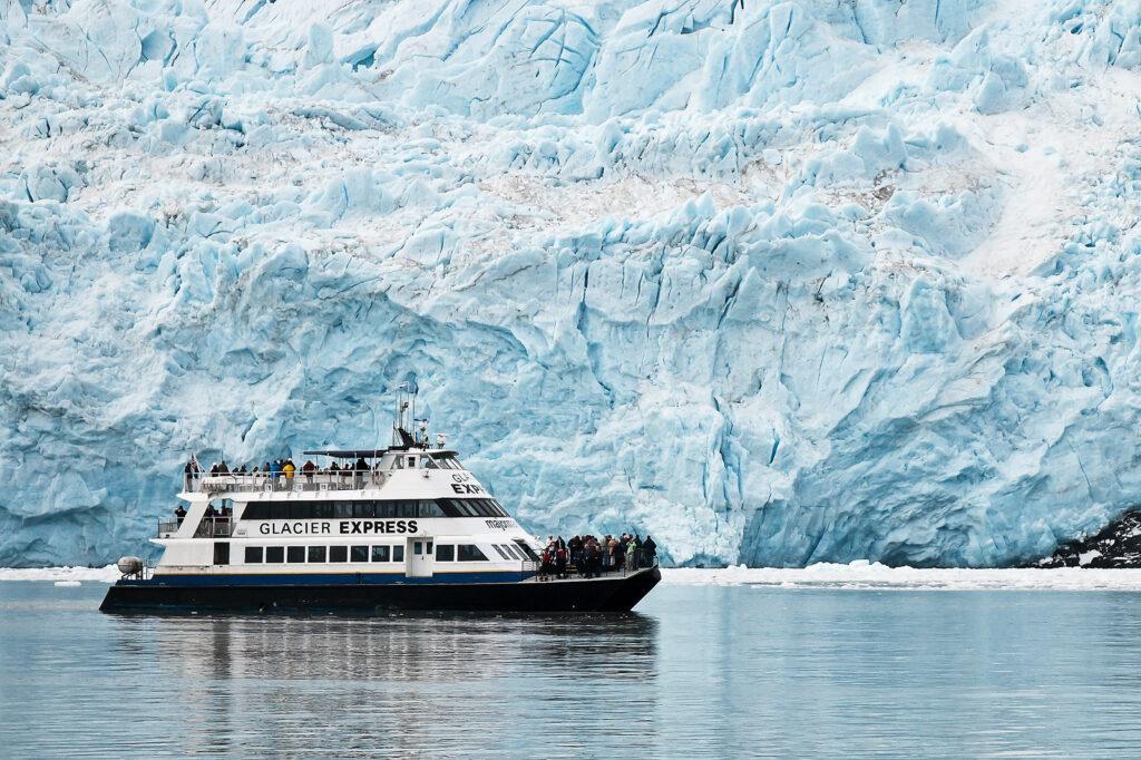 Glacier Cruise in Kenai Fjords National Park