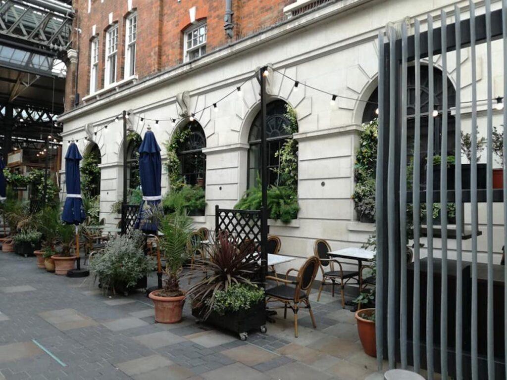 Quiet London Restaurant.