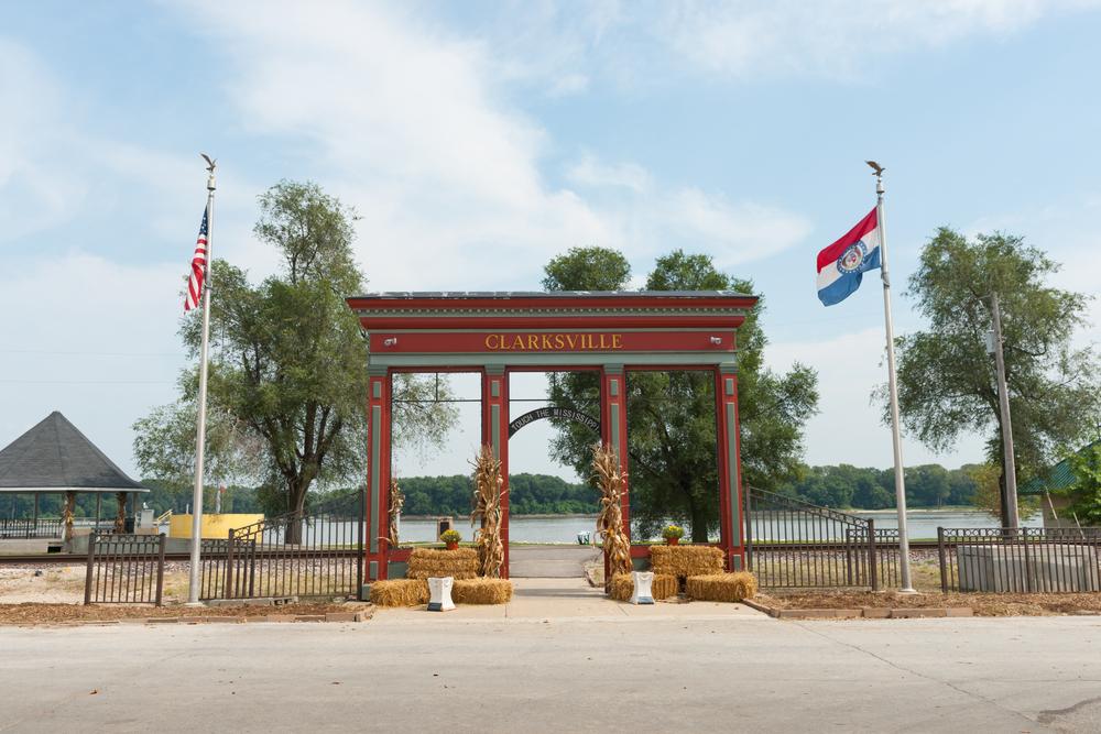 Clarksville, MO riverfront entrance