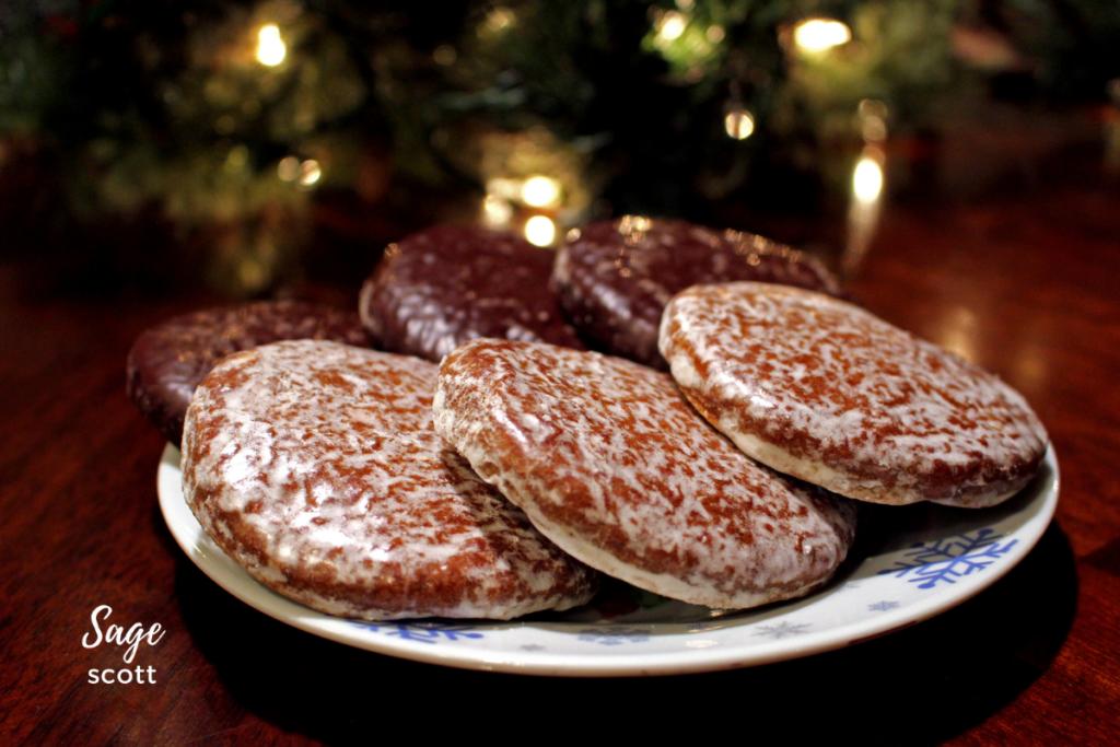 "Plate of 6 Lebkuchen ""cookies""."
