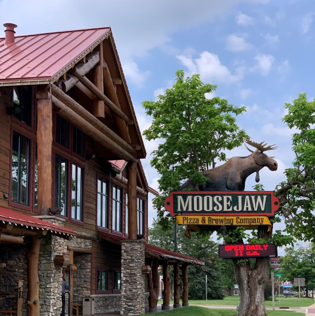 Exterior of Moose Jaw Pizza in Wisconsin Dells, WI