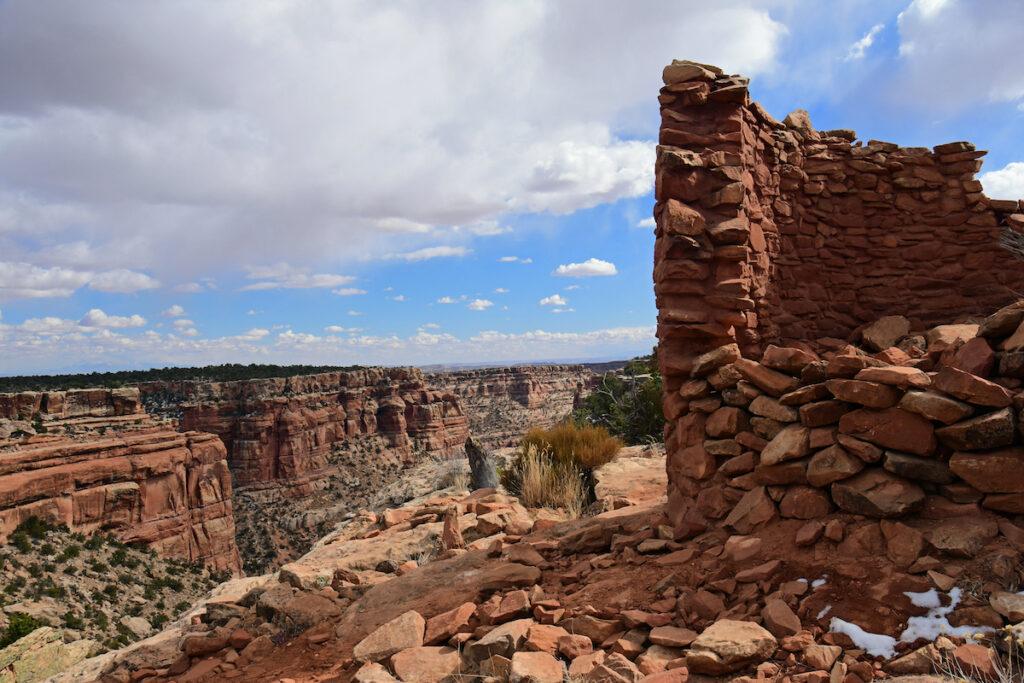 Ancient Native American cave tower ruins in Mule Canyon in Cedar Mesa, near Blanding, Utah.