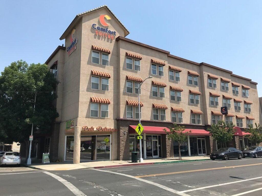 Front view of the Comfort Suites Visalia, California.