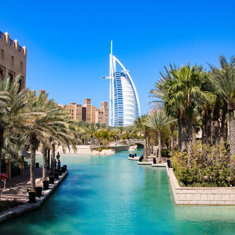 Dubai: Burj al Arab seen from Madinat Jumeirah