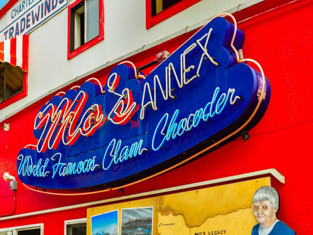 Mo's Seafood & Chowder; Newport, Oregon