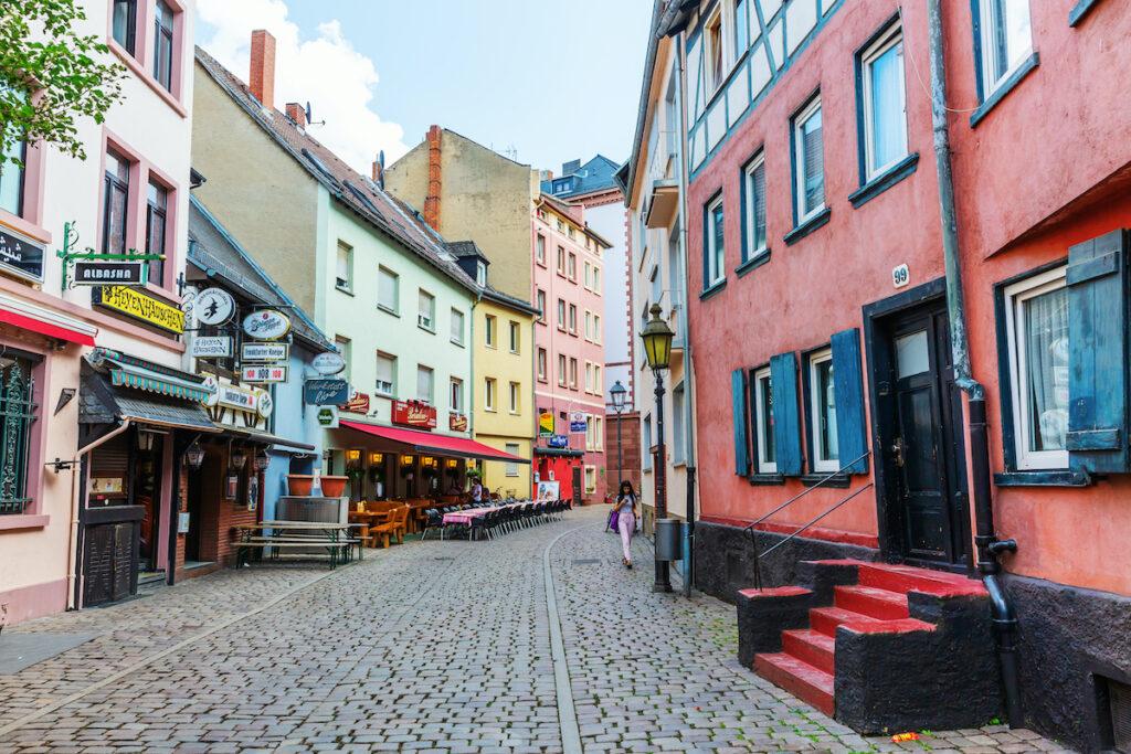 Alley in the Alt-Sachsenhausen district; Frankfurt, Germany