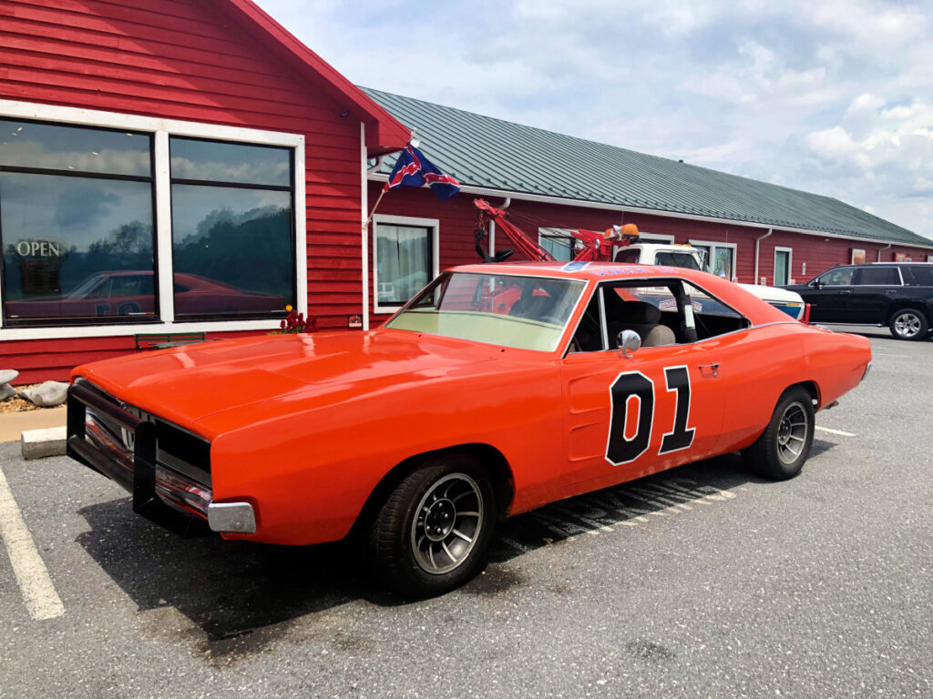 cooters garage and the general lee - Melody Travels